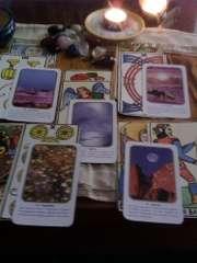 immagine che ritrae alcune carte disposte su un tavolo