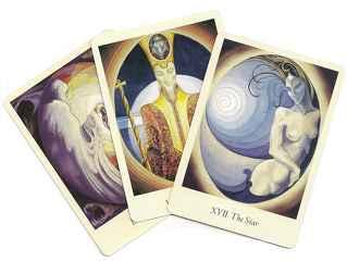 immagine che ritrae tre carte degli arcani dalle figure molto particolari