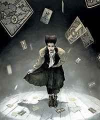 immagine che ritrae un operatore esoterico sotto una cascata di carte dei tarocchi