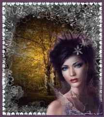 immagine che ritrae una cartomante con un bosco in sottofondo