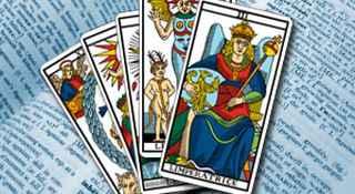 immagine che ritrae un mazzo di carte da divinazione