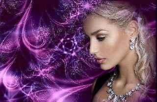 immagine che ritrae il profilo di una bella cartomante su sfondo viola