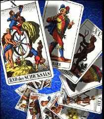immagine che ritrae alcuni arcani su sfondo blu