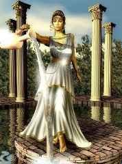 immagine che ritrae una donna vestita di bianco che cammina tra delle colonne greche